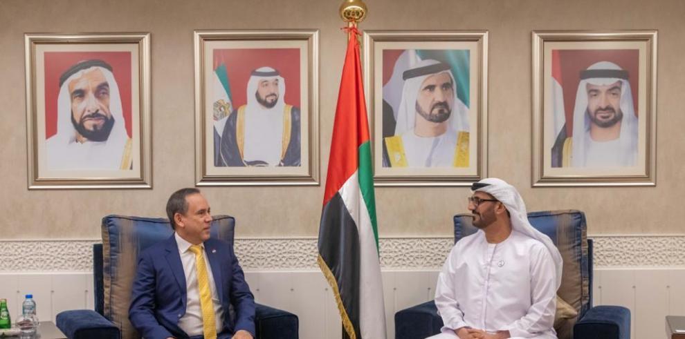 Embajador Laviery se reúne con ministro de Educación de Emiratos