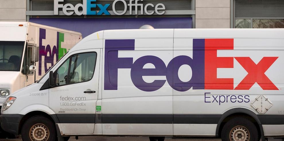 Hasta ahora, los terceros que vendiesen sus productos online a través de Amazon podían elegir qué empresa de paquetería usar para hacer llegar el pedido al consumidor, y entre ellas se encontraban FedEx, UPS, USPS, y los propios servicios de entrega de Am