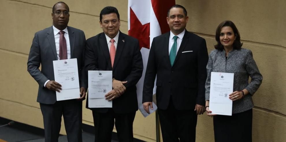 Javier Caraballo (i), Eduardo Ulloa, Marcos Castillero y Monica
