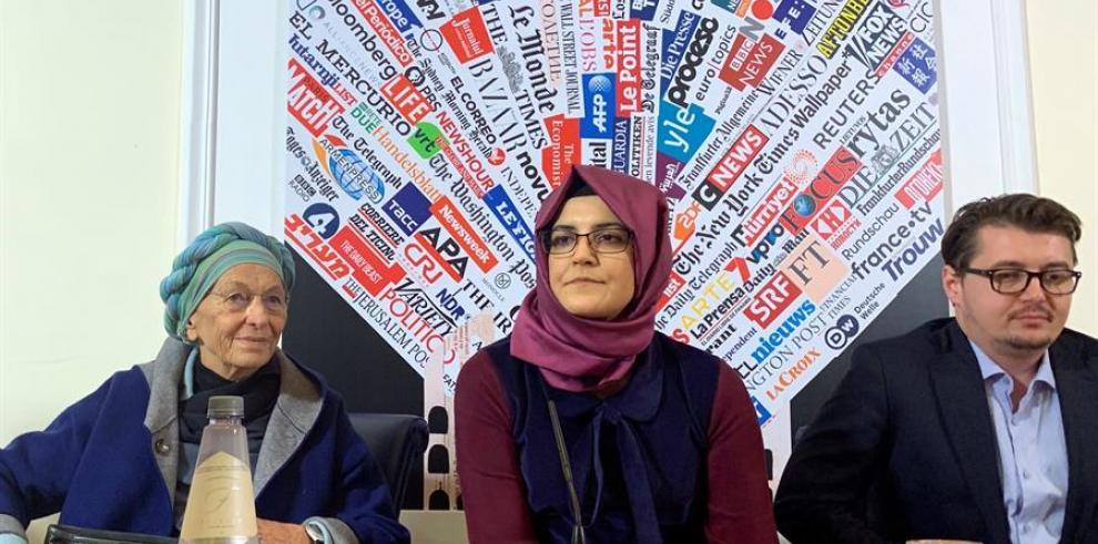 Hatice Cengiz (c), pareja  Jamal Khashoggi