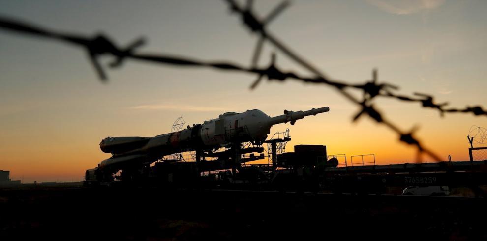 Se están llevando a cabo las operaciones de reemplazo en el equipo defectuoso del Soyuz.