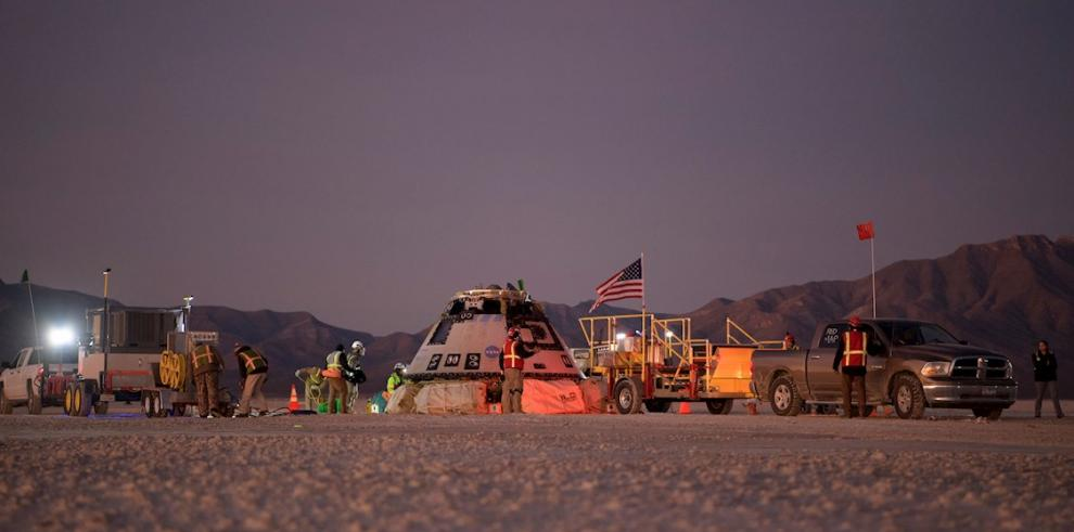 Boeing, NASA, and U.S. Army personnel work around the Boeing CST-100 Starliner spacecraft shortly after it landed in White Sands, New Mexico, USA, 22 December 2019.