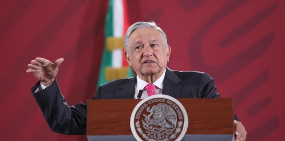 El presidente de México, Andrés Manuel López Obrador, habla en su rueda de prensa matutina este martes, en Ciudad de México (México).