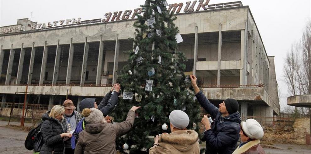 Levantan primer árbol de Navidad en Prípiat desde el accidente de Chernóbil