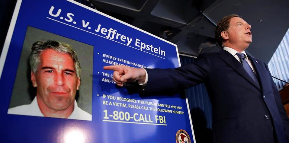 El fiscal federal de los Estados Unidos para el Distrito Sur de Nueva York, Geoffrey Berman, habla durante una conferencia de prensa sobre el arresto del financiero estadounidense Jeffrey Epstein