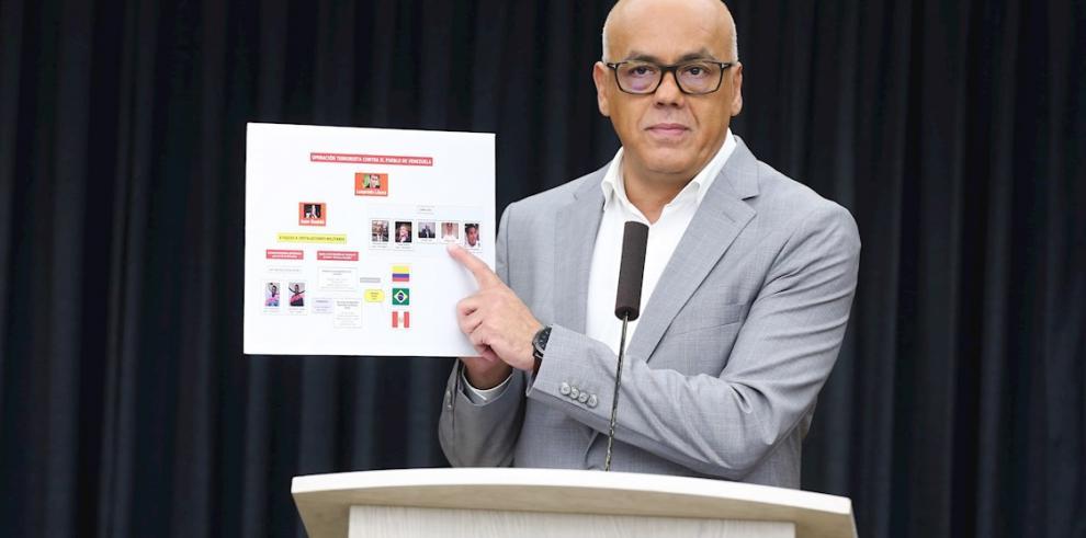 El ministro de Información de Venezuela, Jorge Rodríguez, mientras ofrece declaraciones en el Palacio Presidencial Miraflores