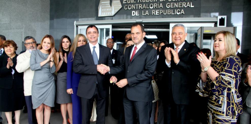 Entregan llaves al nuevo contralor, Gerardo Solís