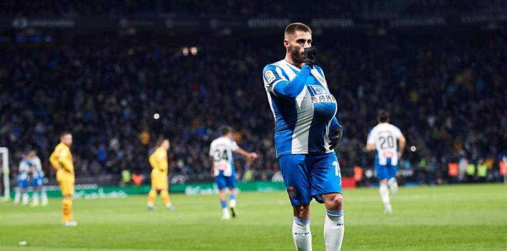 El centrocampista del Espanyol David López celebra el primer gol de su equipo ante el Barcelona