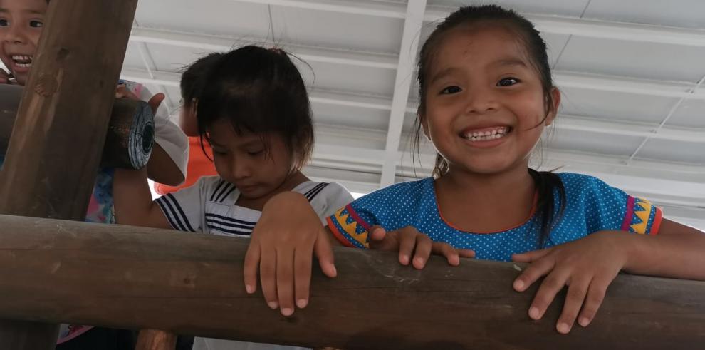 Niños y niñas Ngäbe Buglé