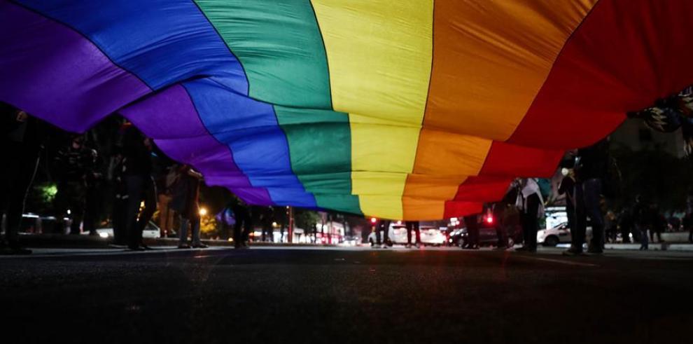 Según datos del Ministerio de Salud, citados por medios locales, 474 personas transexuales fueron operadas entre 2008 y 2018 en la red pública de hospitales del país