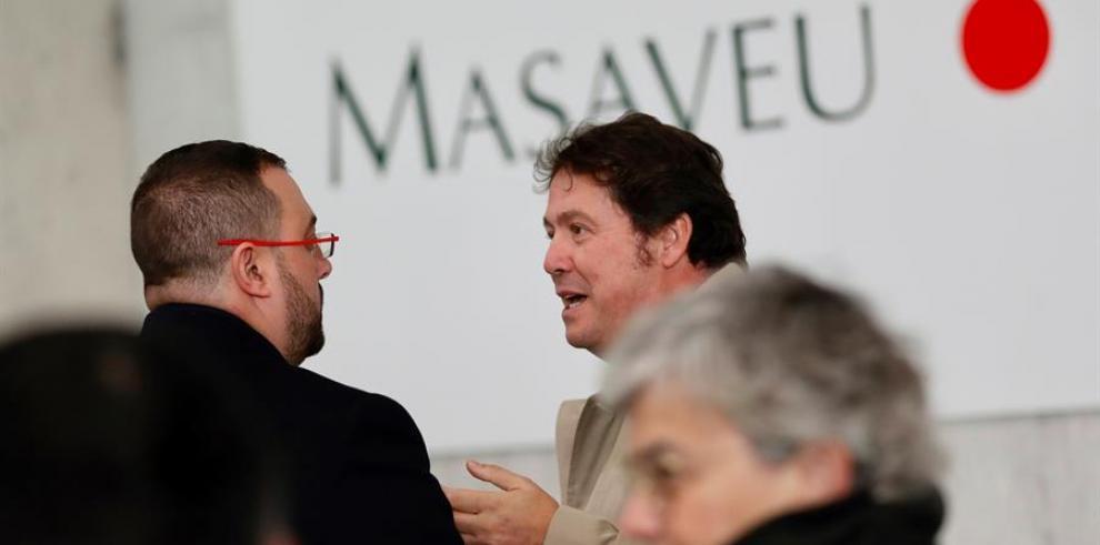 El presidente del Principado de Asturias, Adrián Barbón y el presidente de la Corporación Masaveu, Fernando Masaveu (d)