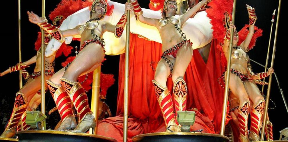 La comparsa Ará Yeví, campeona en las últimas tres ediciones del carnaval, será la encargada de abrir hoy la fiesta