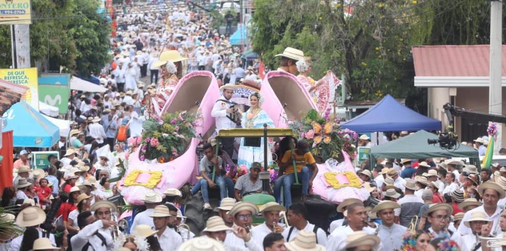 Desfile de las Mil Polleras
