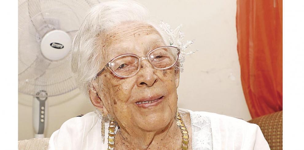 Clara Cedeño, y sus 113 años de civismo