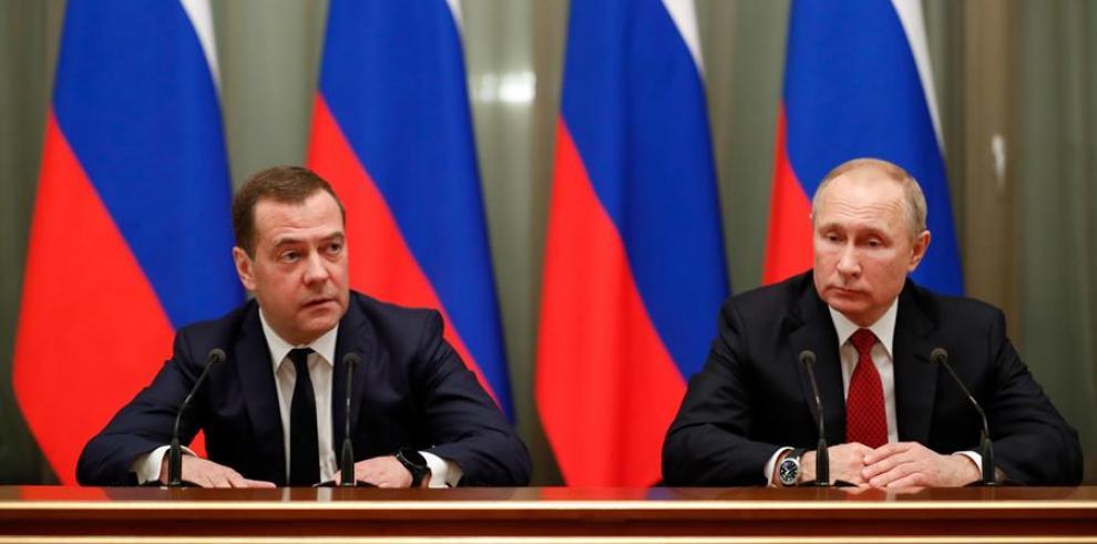 Putin y Medvédev, Rusia