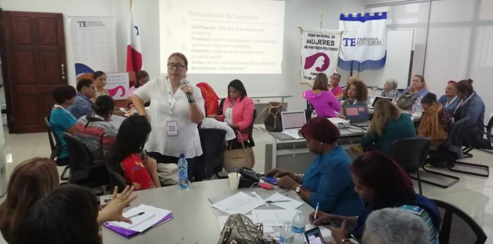 Reunión mujeres política