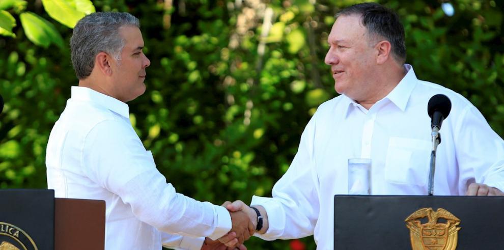 En la imagen, el presidente de Colombia, Iván Duque (i), junto al secretario de Estado de Estados Unidos, Mike Pompeo.