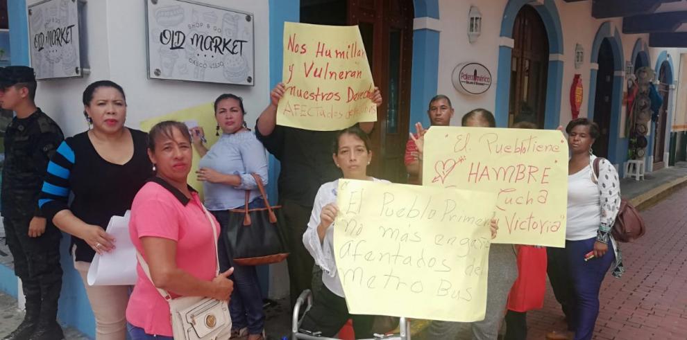 Protesta de los afectados en accidentes en las unidades del Mi Bus.