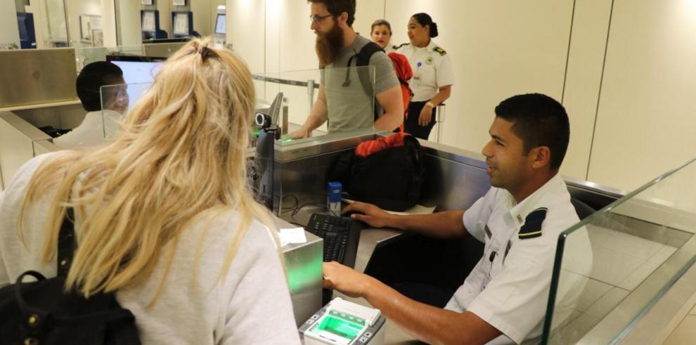 El proceso se practicará en todos los pasajeros entrantes, tanto nacionales como extranjeros