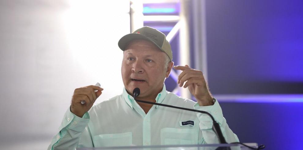 Manuel Araúz, IMA