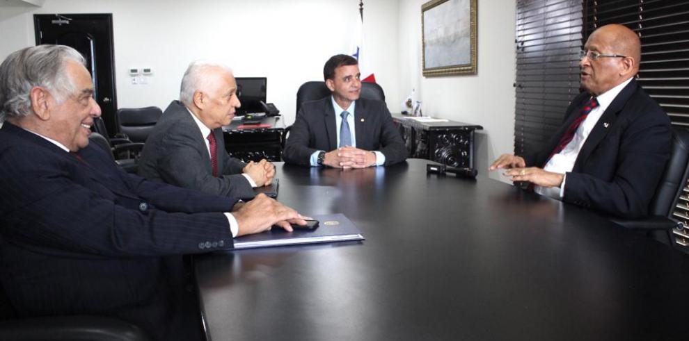 Reunión entre el contralor y el titular del MEF