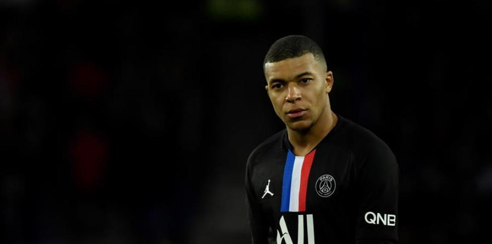 El futbolista francés de ascendencia camerunesa y argelina nació el 20 de diciembre de 1998.