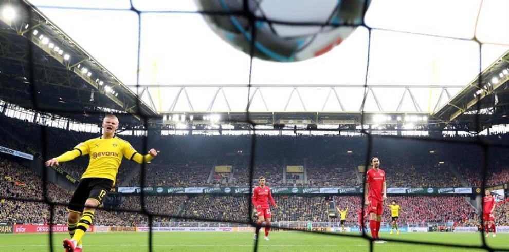 Erling Haaland, tiene 19 años y en tres partidos con el Dortmund lleva anotado 7 goles.