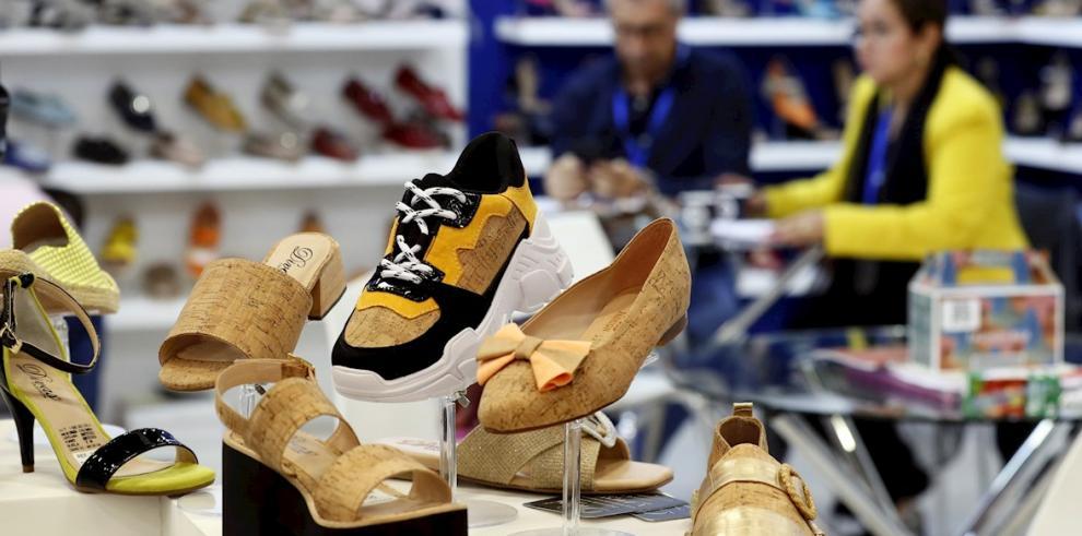 La exposición de grandes marcas y mayoristas de calzado
