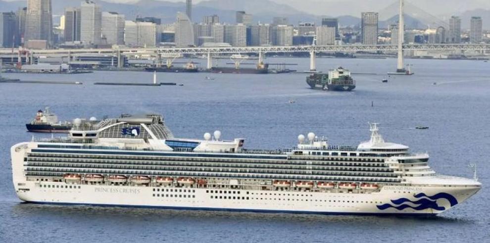 Cerca de 3.600 personas están en cuarentena dentro de este crucero en el puerto de Yokohama