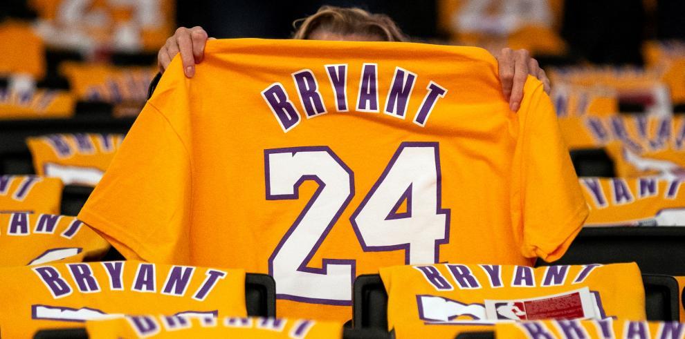 En el momento de la colisión, Kobe Bryant, de 41 años, viajaba con su hija Gianna, de 13, y otras siete personas a bordo de su helicóptero, que usaba habitualmente para evitar el tráfico de Los Ángeles.