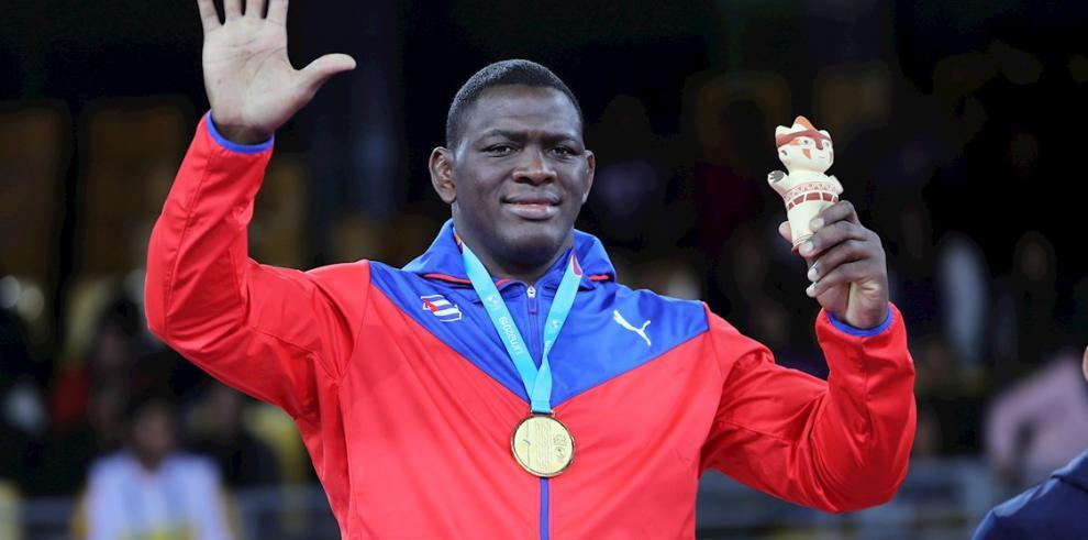 Imagen de archivo de Mijaín López de Cuba celebra la medalla de oro este jueves en lucha grecorromana 130Kg en los Juegos Panamericanos 2019, en Lima (Perú).