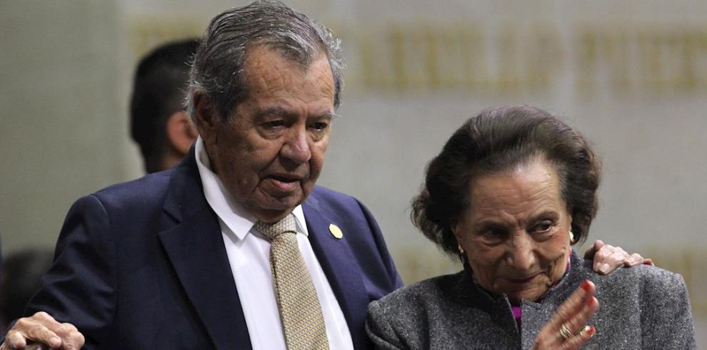 Porfirio Muñoz Ledo (i) y Ifigenia Martínez (d)