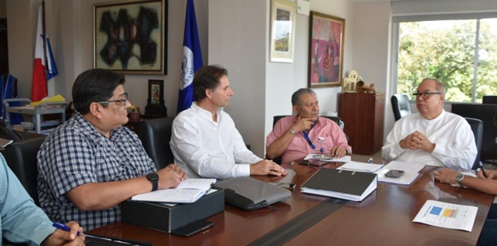 La Caja de Seguro Social (CSS) y la empresa constructora FCC concluyeron la mesa de trabajo sobre la obra de la Ciudad de la Salud.