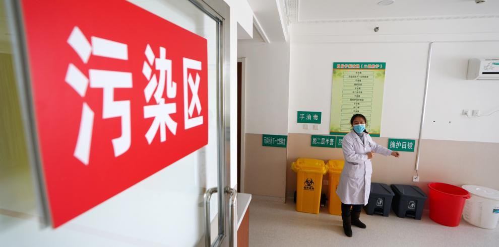 Terminan autopsia de dos pacientes de COVID-19 en Wuhan