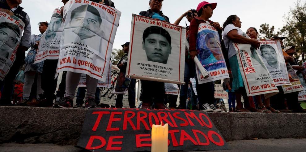 Familiares de los 43 estudiantes desaparecidos de Ayotzinapa (México).