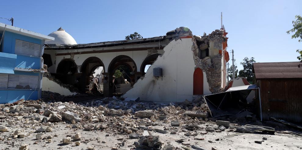 Vista general de la parroquia Inmaculada Concepción, destruida casi en su totalidad tras el sismo registrado el 7 de enero de 2020, en Guayanilla
