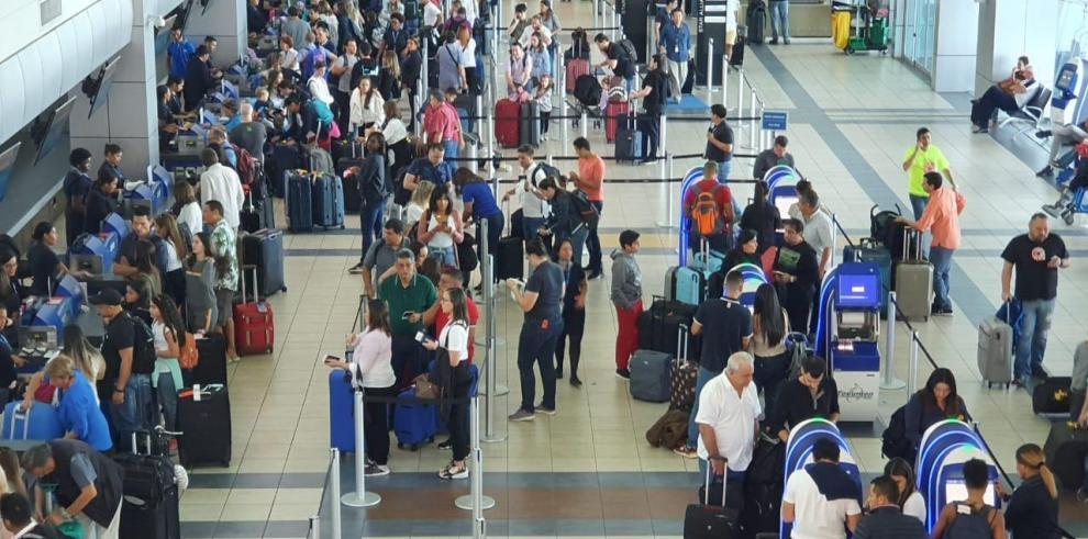Pasajeros en el Aeropuerto Internacional de Tocumen