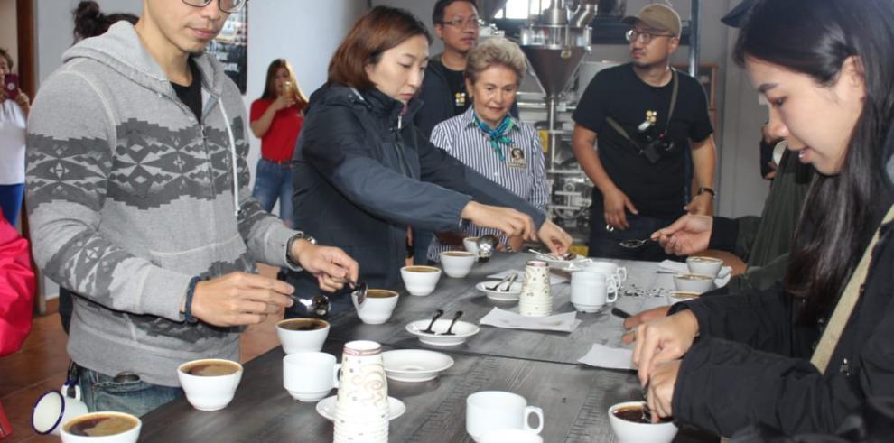 Catadores internacionales de café en Boquete