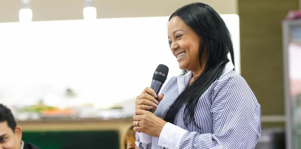 El programa Canal de Empresarias es una oportunidad para que mujeres con una idea de negocio puedan potenciar y adquieran asesoría para lanzar y dar el paso hacia la consolidación de su idea.