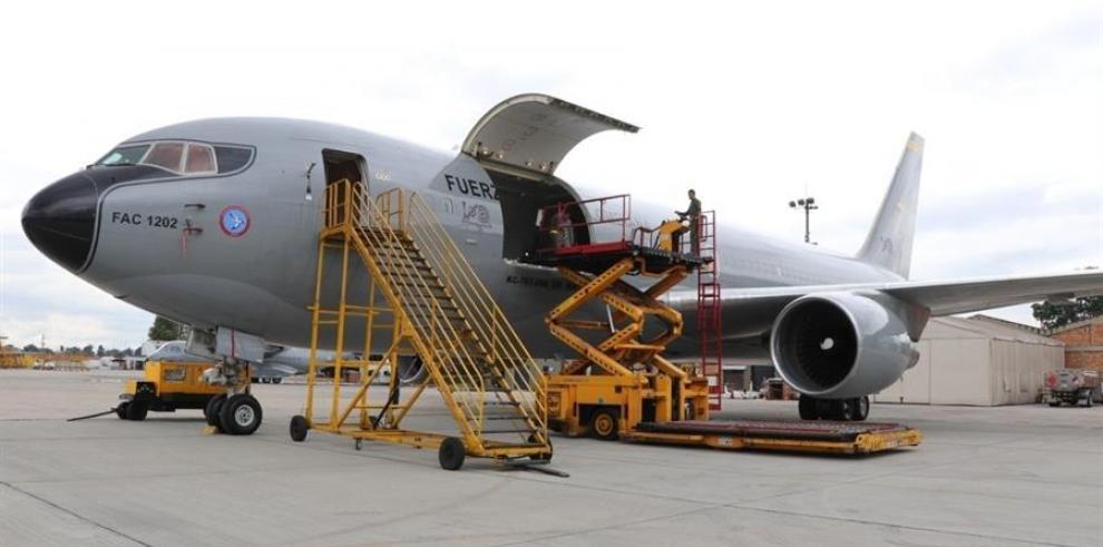 Un avión militar trae de Wuhan a quince colombianos y también a cinco españoles y tres mexicanos