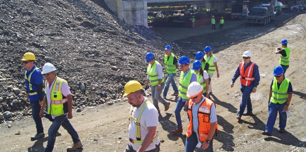 El puente binacional sobre el río Sixaola  se construye entre las fronteras de Panamá y Costa Rica y se espera que empiece a funcionar antes de que finalice el primer semestre de 2020.
