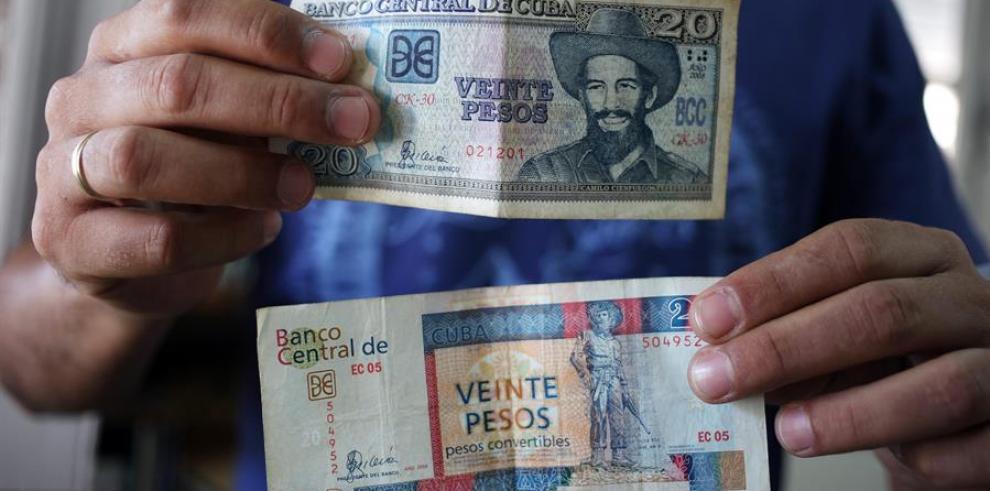 En Cuba circulan dos monedas: el peso cubano (CUP) y el peso convertible (CUC), paritario con el dólar y equivalente a 24 CUP según la tasa abierta de cambio oficial