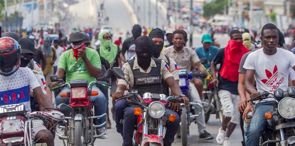 Policías haitianos retoman protestas tras tiroteo con soldados hace 15 días
