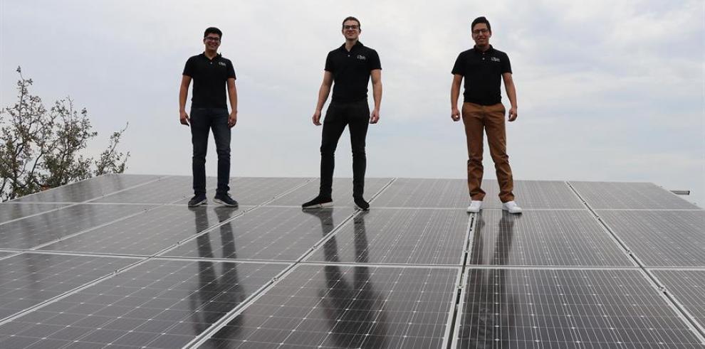 Jóvenes mexicanos demuestran el potencial de la energía solar