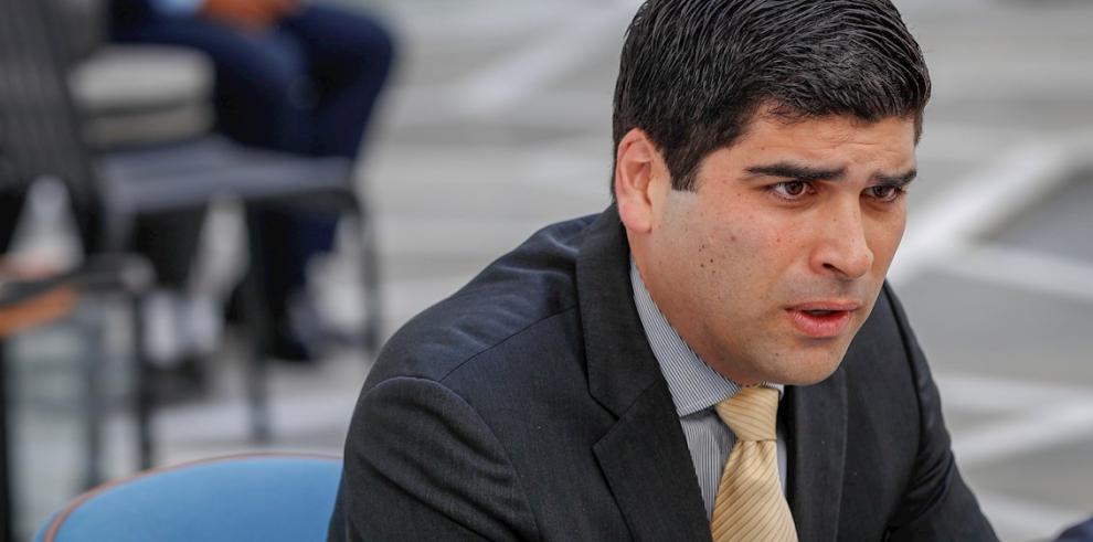 En la imagen, el vicepresidente de Ecuador, Otto Sonennholzner
