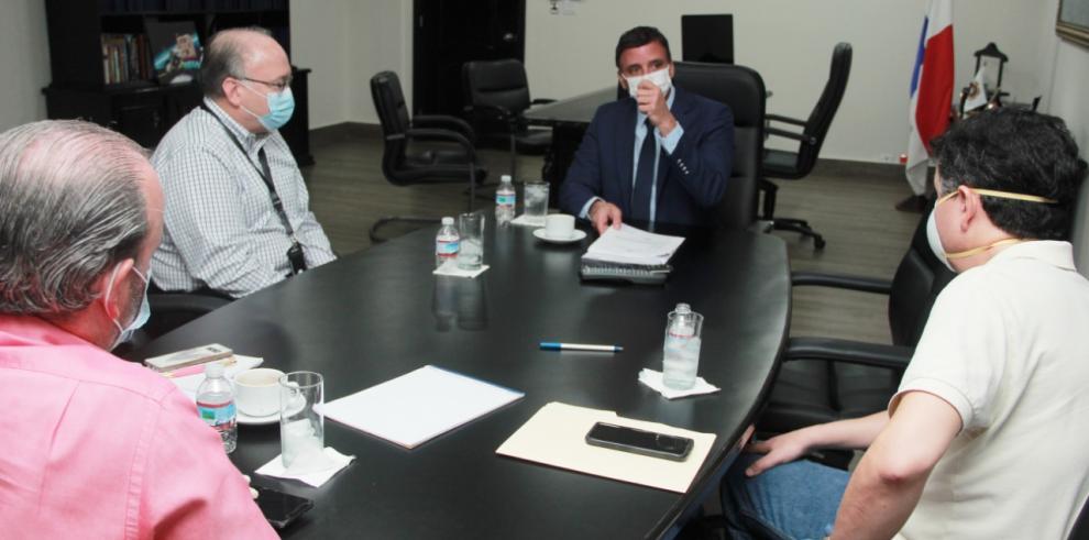 Gerardo Solís se reune con ADIMAQ