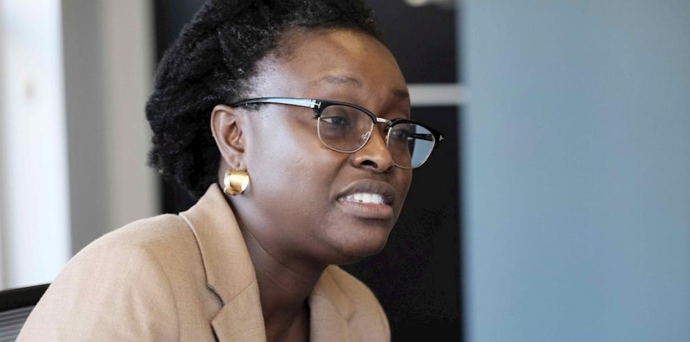 En la imagen un registro de la directora del Banco Mundial para Centroamérica, Seynabou Sakho.