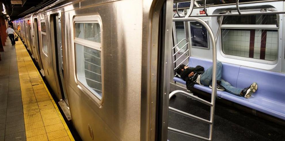 Las autoridades hallaron a un hombre fallecido el viernes en un vagón de metro en Manhattan y a otro el sábado en las mismas condiciones en Brooklyn
