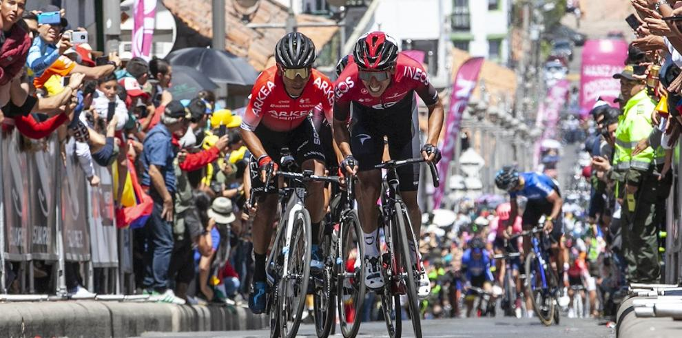 En la imagen, los ciclistas Nairo Quintana (i) y Egan Bernal (d).