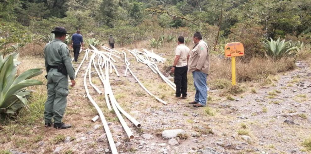 Tubos en el Parque Nacional Volcán Barú